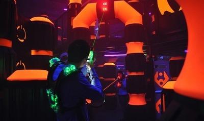 Floh Pop-Up: Laser Tag and Beer